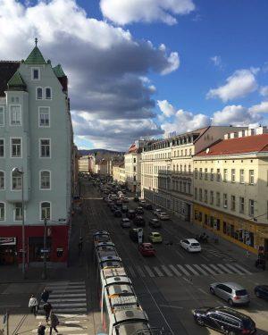 Hab schon ganz vergessen was das grelle Licht am Himmel ist ☀️ #sunshine in #vienna #traffic and...