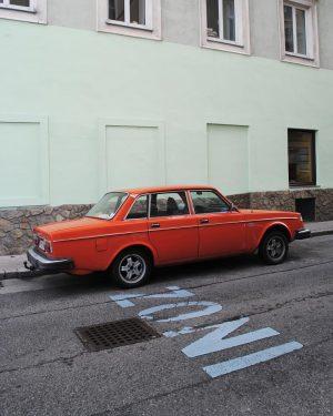 Old car x Zoni . #orangecar #oldcar #car #oldcars #oldcarland #vintagecar #vintagecars #automobile #vintageauto #carcollection #collectioncar #vintage...