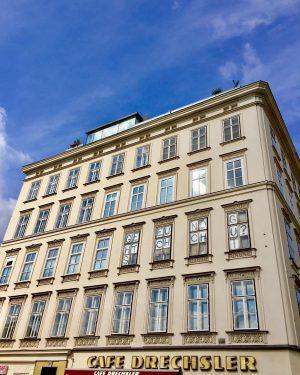 😬#gehtseuchnochgut 😬 #gutefrage #artinthecity #art #artinopenspace #contemporaryart #naschmarktwien #wienzeile #wienzufuss #architecture #architektur #wien #wienliebe #wienstagram #vienna #ilovevienna...