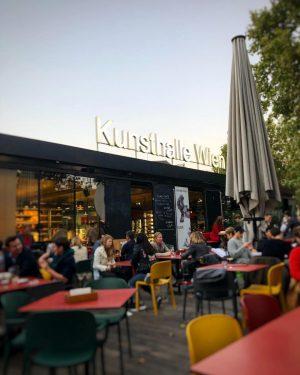 Still schanigarten weather...you know...if dressed appropriately ;-) #heueramkarlsplatz #karlsplatz #vienna_city #welovevienna #autumninvienna #wien HEUER am Karlsplatz