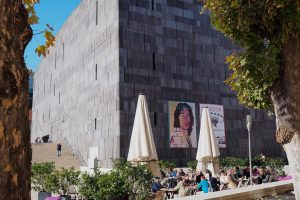 MuseumsQuartier Wien . . #vienna #sunny☀️ #museumsquartier #wien #modernart #moderndesign #architecture_best #architecturemagazine #mumok #museumstagram #streetphotomag #olympusomd #igersvienna...