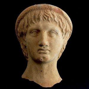 A young man – but very old! Dieser etruskischer Votivkopf eines Mannes aus dem 4. Jahrhundert v....