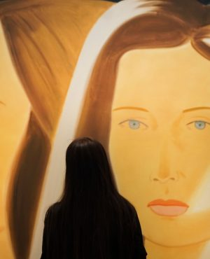 Oh, Alex Katz! Your works are just amazing. 💛💙 We can't stop looking at them. What about...