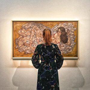 * Egon Schiele * Reclining woman, 1917 * Leopold Museum Vienna @leopold_museum #egonschiele #egonschieleswomen #egonschieleart #modernart #vienna #viennacontemporary #viennacontemporary2018 #portraitart #oiloncanvas #ig_budapest #ig_europe #ig_vienna #instaart #collectorsedition #collectart #bea_s_back