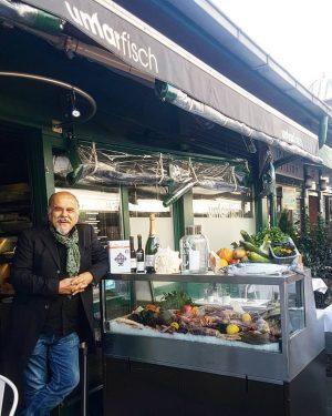 Besuchen Sie uns #am #naschmarkt #wien #vienna#Salzkruste #fire #seabass #fresh #fish #seafood #saltcrust#UMARFISCH ...