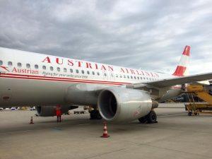 Austrian Airbus 320 im Retrokleid (A320 in special retro livery). . . . . #austrian #austrianairlines #airbus...