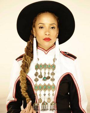 FemFriday #6 Sa-Roc & Dynasty 9. November, 19:00 @weltmuseumwien  @sarocthemc ist auf ihrem neuesten Release wieder mit intelligenten, dichten Wortspielereien präsent. Mit schwindelerregender Wortakrobatik erzählt sie von sozialer Ungerechtigkeit und liefert eine starke Message für Empowerment.  Hip Hop  und Soul-Künstlerin @yagirldynasty hat die Seele einer Träumerin und folgt furchtlos ihr furchtlos, egal wohin der Weg auch führen mag. Beeinflusst vom kernigen Sound des Nordens und von den Herausforderungen des Lebens, trägt sie ihr Herz auf der Zunge.  Supported werden die Ladies von DJ Sol Messiahh  In Kooperation mit @isilistening & Music & Poetry Basket  #femfriday #saroc #dynasty #djsohlmessiahh #hiphop #soul #empowerment #female #musicians #liveshow #concert #concertvienna #eventsvienna #igersvienna #musicmonday #instagood #femalemusicians #womenpower #vienna