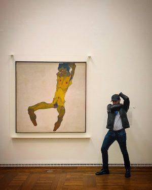 Hanging with Egon (📸: @attilakiss.photo) #🇦🇹 . . . . . . #egonschiele #art #museum #vienna #leopoldmuseum #strikeapose #tourist #fineart #badboys #austria  #schiele #instagay #gayguy #gaydude #gay #gayboy #gayman #scruffy #europe #egon #tourism #centraleurope #thotlife #instabeard #beardstagram #scruff
