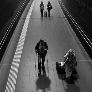 #bnwsouls #bnw_captures #bnwmood #bnwphotography #bnw #bnwstreet #bnwstreetphotography #street #streetphotography #blackandwhite #blackandwhitephotography #instastreet #vienna #flughafen #airport #commuters #mojcas_snaps...