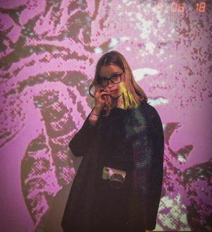 Find colours to paint your life when it's grey 💜|| 📸: @michaeloderits 📍: @mumok_vienna || #passionista #100happydays #fashionlover #museum #langenachtdermuseen #06102018 #photographer #arts #blogger #austria #europe