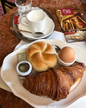 #CafeCentral #Wienbreakfast #Melange  빈의 전형적인 조식 케이크도 너무 맛있고 멜랑쥬커피도 기가막힘👍🏻 너무 잘먹고다녀서 포동포동해졌다🤷🏻♀️