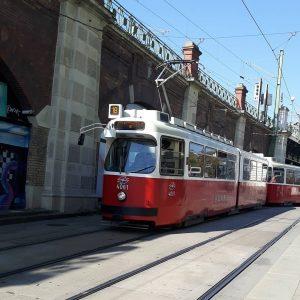 Heute mal ein Straßenbahnbild vom E2 4081(Linie 18 zur Schlachthausgasse) in der Gumpendorferstraße. #e2 #wienerlinien #Vienna #austria #tramvaj #strassenbahn #vieden #wien #ausztria #bécs #rakousko #villamos #europe #tramway #spårvagn #tramspotting #trikken #tramwaj