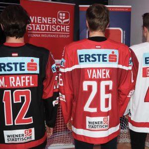 Alexander Maxa, Fabio Artner und Lukas Piff präsentierten beim großen Saisonopening des #ÖEHV das neue Trikot unseres...