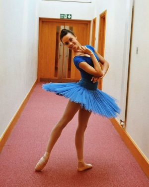 Another little throwback to my first year at Royal Ballet school💙  Btw!! JUST UPLOADED A NEW YOUTUBE VIDEO!Showing you how I prepare my pointe shoes!  Go check it out! Let me know what you think of it, if you found it helpful  Link in bio😘 . . . #royalballetschool #nikishafogo #newvideo #howtosewpointeshoes #tutu #ballet Wiener Staatsoper