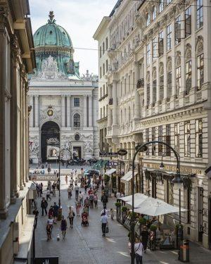 #kohlmarkt #wien #innere #stadt #historismus #österreich #barock #architektur #architecture #old #city #vienna #visitvienna #cityview #urbanphotography #streetphotography #photography...