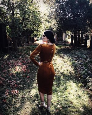 Autumn 🍂🍂🍂 Dress by @madeleine_blaha_design 🍂 Photo by @philipnemeth 🍂 #autumn #witch #madeleineblaha #supreme Wiener Zentralfriedhof