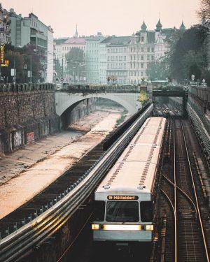 Morgenstimmung in Margareten. #margareten #wien5 #1050wien #meinmargareten #wien #vienna #igersvienna #igerswien #wienliebe #wienerlinien #ubahn #subway #train #publictransport #wiental #wienfluss #morning