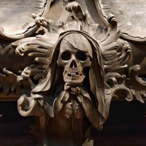 #kapuzinerkirche #crypt #religiousart #religious_art_details #wien #vienna #imperial #tombeau #skull #austria #osterreich #autriche #vienna #imperialcrypt #master_of_darkness #travel_europe #travel...