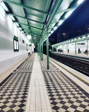 Train spotting 🛤 • • • #travel #explore #wanderlust #austria #vienna #stadtpark #ubahn #waitingforatrain #nightscape