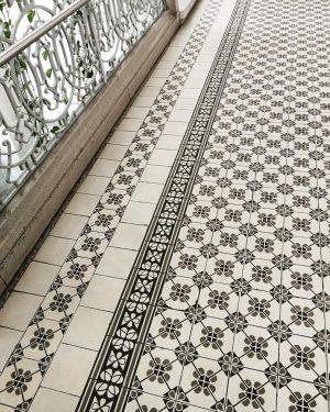 Bezirksamt 1070 #patternlove #ihavethisthingwithfloors #tiles #neobarock #jugendstil Magistratisches Bezirksamt 6. Bezirk