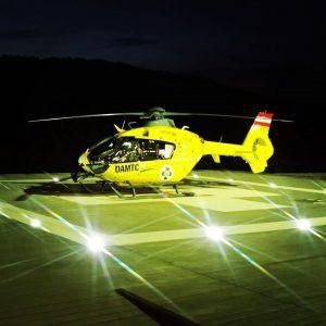 🚁🌛 🌟 Dank eines Nachtsichtgerätes fliegt ein Teil der ÖAMTC-Flugrettung auch bei Nacht, um Menschen, die in...