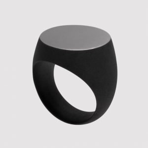 Signet ring #black #sandblast #dark #matt #sterling #rhodinated #halloweenring #igjewelry #highjewelry #jewelry #jewellery #ring #silver #artisan #luxury...