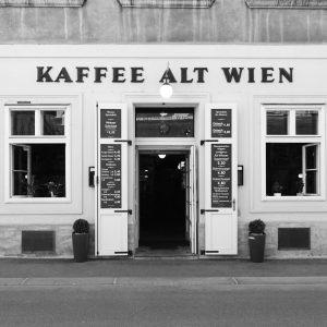 Wiener Cafés #cafe #vienna #bnw #street #architecture #altwien #latergram