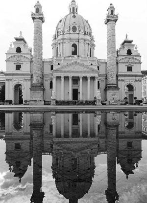 Karlskirche Vienna ✅ #vienna #wien #austria #travel #traveladicted #wanderlust #exploring #explore #photography #travelphotography #blackandwhite #blackandwhitephotography #gotik #church...