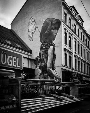 #monochrome #bnw #incredible_bnw #wallart #iphone7 #lightroom #streetstyle #streetphotography #streetphoto_bw #ig_austria #ig_vienna #ig_ottakring #painting ...