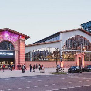 Unser neues @globewien ist richtig schön geworden - auch von außen! 🌞❤️ #globewien #wiedereröffnung #allesneu #theater #standupcomedy...