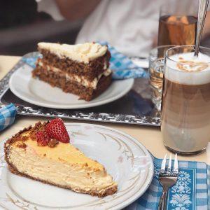 bissl Liebe im Kaffee, bissl Topfn, bissl Karottentorte - Herz, wos willst mehr? Repost von den lieben...