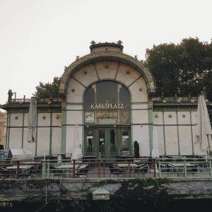 #tb #vienna #karlsplatz #secession #ig_vienna #viennasecession #austria🇦🇹 #wien #viennaaustria #secessionstyle #viennasubway #oldsubwaystation #oldstyle #vienna_city #ig_austria #oldarchitecture #vienna_austria...