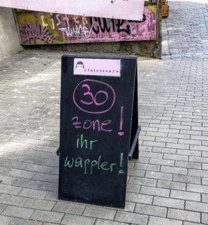 """Wienerisch für """"Bitte nicht so schnell!"""" 😁"""