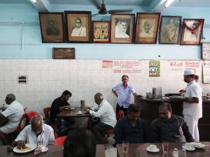 The Democratic Club ist ein Dialog zwischen zwei einzigartigen Institutionen: Indian Coffee House ...