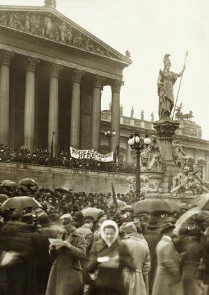 Wien Museum: Die erkämpfte Republik. Als 1918 Frauenwahlrecht und Acht-Stundentag eingeführt wurden. Fotoausstellung ab 25. Oktober