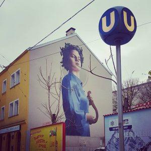 Strenge Lady an Hauswand #streetart
