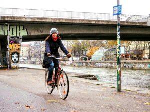 Wir wünschen euch einen guten Start in den herbstlichen Tag 😊🚲🍁 #fahrradwien #biketowork #warumfährstdunicht Vienna