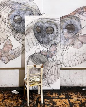 It's feeding time @ the studio!:) >>> current #studioview ...work in progress) . #emptychair #feathers #blindowl #surveillance...