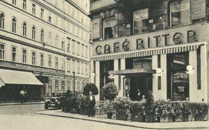 Photo um 1905 Das ursprüngliche Café Ritter befand sich seit 1867 imPalais Kaunitzan der Ecke Amerlingstraße /...