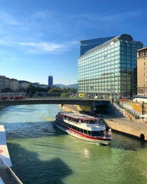 Have a beautiful day🏢🏛🏦🚢⚓️🛥🚃😎☕️☕️🎶🎶🌿🍂🍁🌿✨💫 DDSG Blue Danube Schiffstation Schwedenplatz