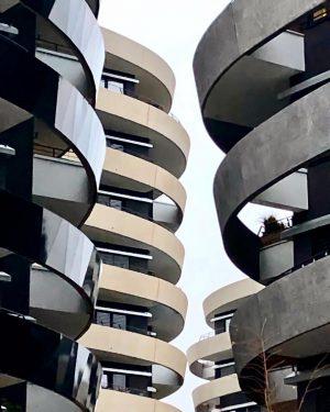 Modern Living in Vienna #viertelzwei #viertelzweiwien #leopoldstadt #wien2 #architecturephotography #trabrennbahn #krieau #praterhauptallee #wucampus #modernliving #livinginthecity #citylife #newliving...