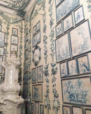 Détail du salon chinois bleu 💙 . . . @schoenbrunnpalace #schönbrunn #schoenbrunn #wien #vienne #vienna #austria #architecture...