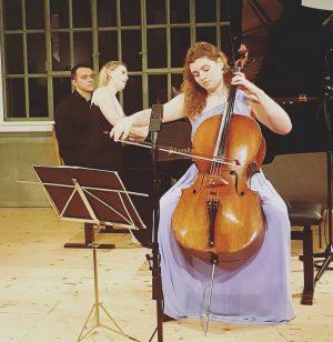 Heute Abend durften wir in eimem besoders intimen Konzertsetting den wunderbaren Celloklängem von Julia Hagen, unter der...