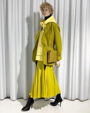 arrogantly greenish yellowish #greenjacket #greenskirt #ankleboots #haiderackermann #yellowsweater #rafsimons #turtlenecksweater #acnestudios #handemadebag #stiebichundrieth #aw1819 #ourbirte #park_vienna #wien...