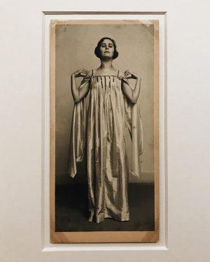 Elsa • . Elsa Wiesenthal, by Moriz Nähr, Vienna, c. 1907. Gelatine silver ...