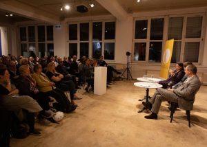 Gestern Abend - volles Haus 😎 Kulturpolitisches Gespräch: @vienna_backstage & #thomasdrozda im Gespräch mit #matthiasdusini . ....
