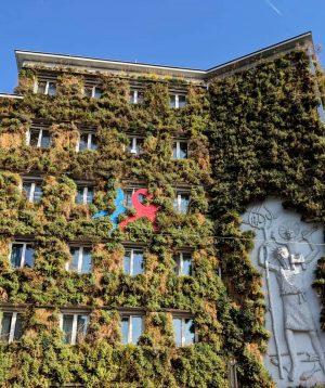 Auch im Herbst sieht unsere Fassade der 48er-Zentrale einfach super aus 😍 Was meint ihr ? 😊...