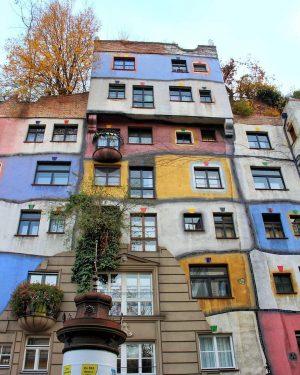 Have a colourful Friday, Vienna! 🌈 by @peppe2106 #viennanow Hundertwasserhaus, Vienna