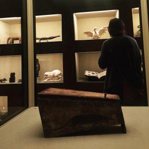 А ещё в том же KHM, где сейчас Брейгель, идёт маленькая забавная выставка с отличным названием «Саркофаг...