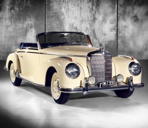 What did #CaryGrant, #BingCrosby and #GaryCooper have in common? ⠀⠀⠀⠀⠀⠀⠀⠀⠀ They all owned a #MercedesBenz 300 S...